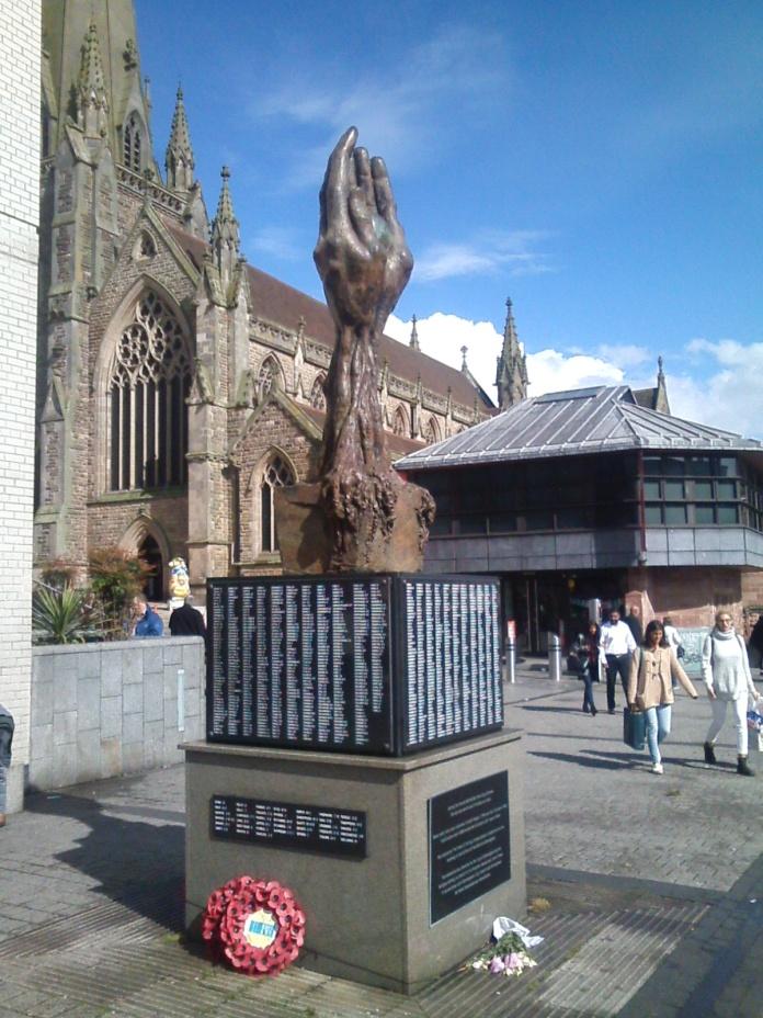070 WM birmingham sculpture hands